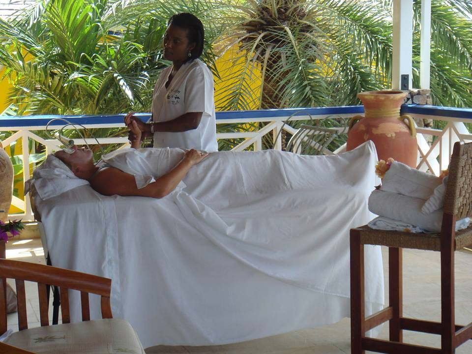 Carib House spa