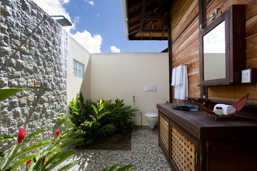 Casa Lidia outdoor bathroom