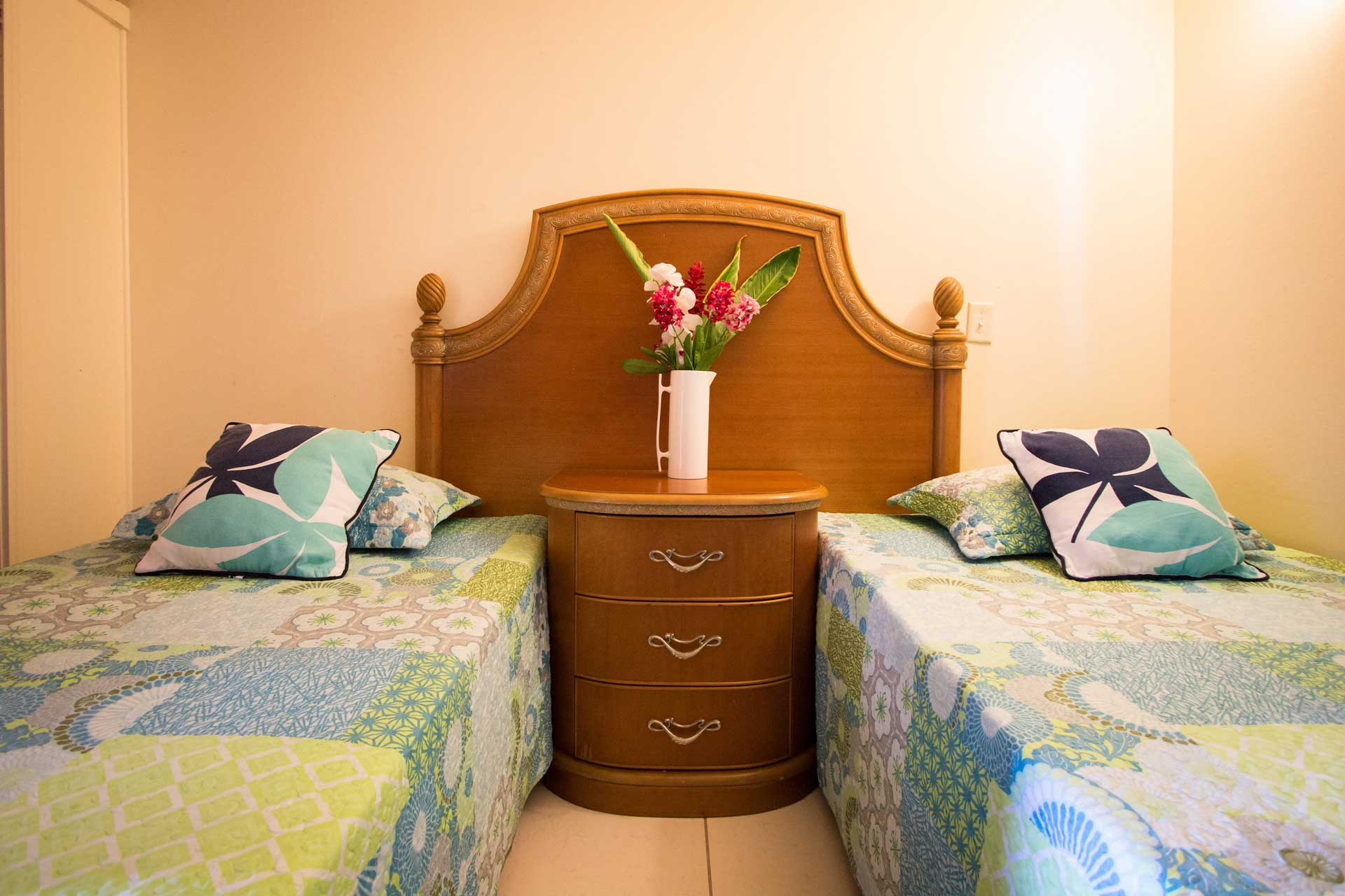 Connies Comfort Suites twin beds with flowers
