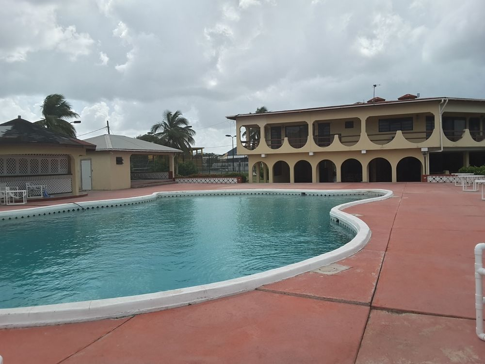 Cortsland Hotel pool with hotel exterior