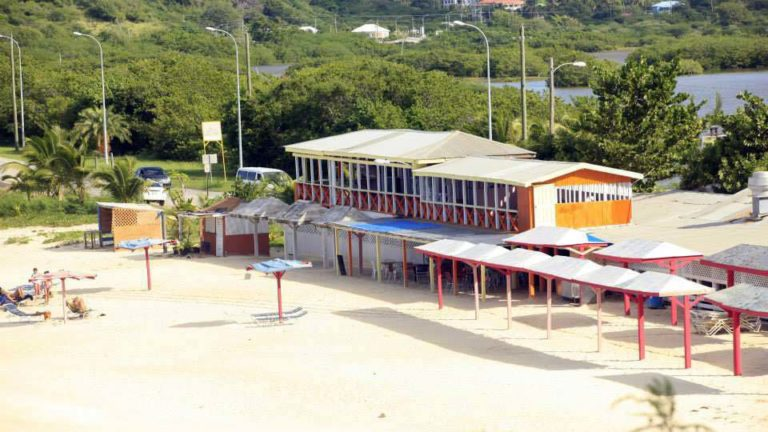Darkwood Beach Bar & Restaurant