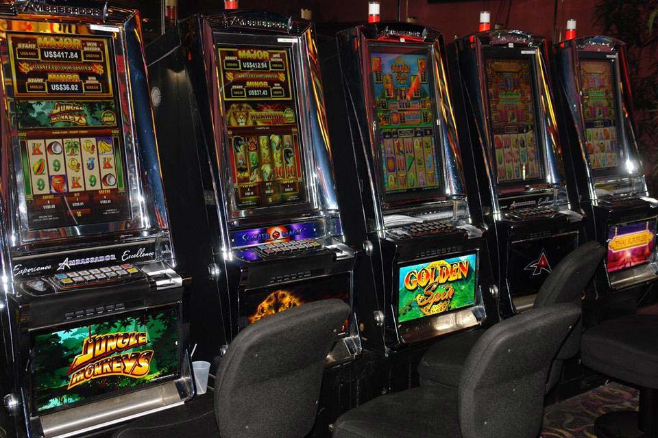 King's Casino slot machines