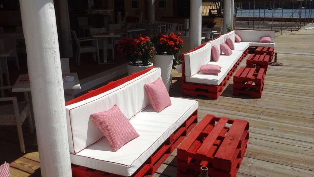 La Brasserie seating on the dock