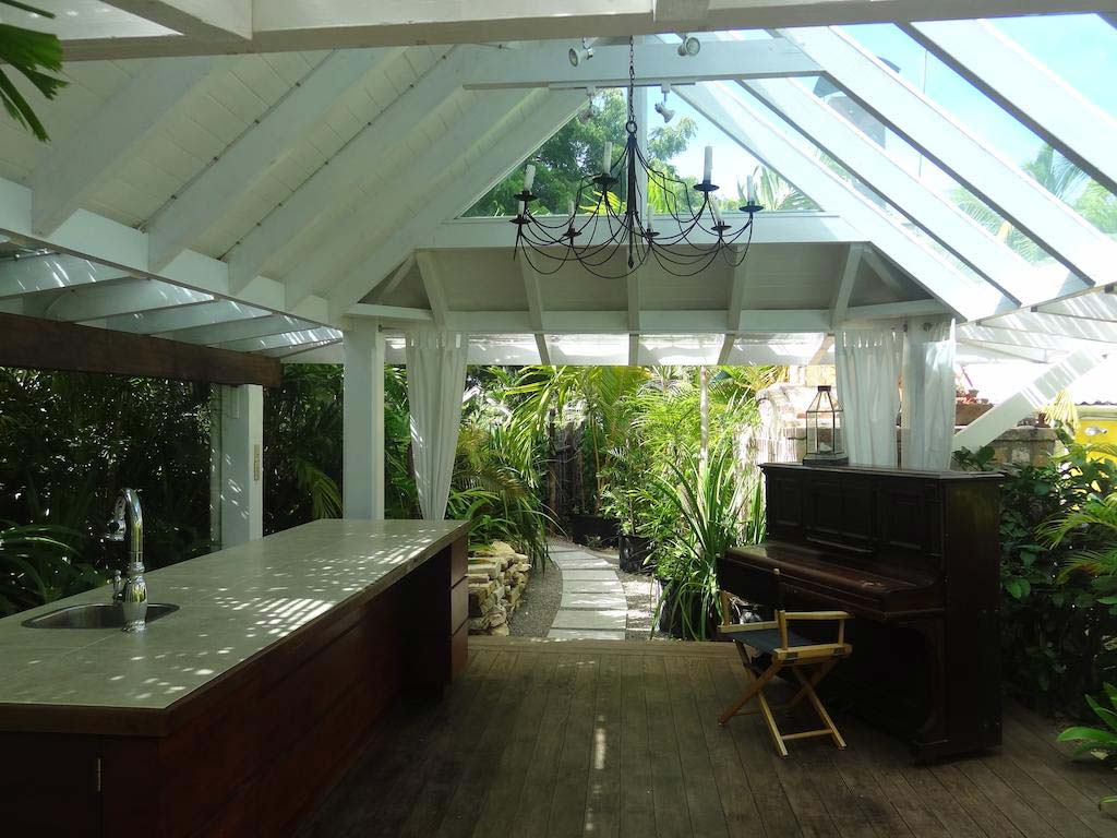 Le Jardin Creole common area with piano