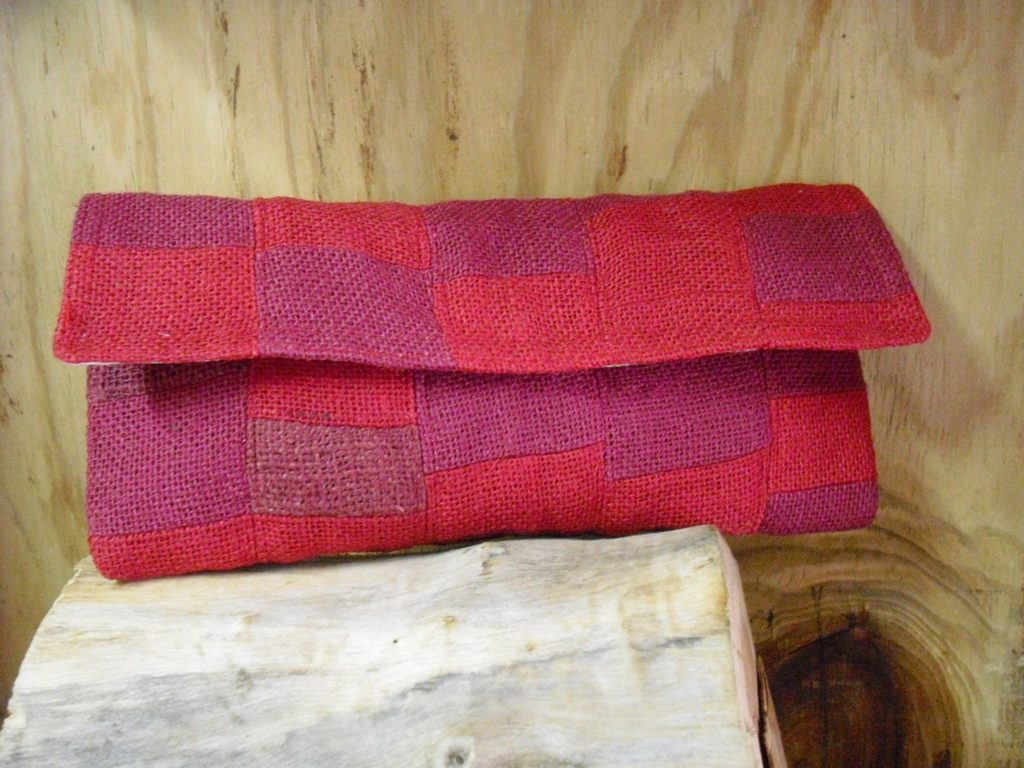 amyas-design-red-clutch