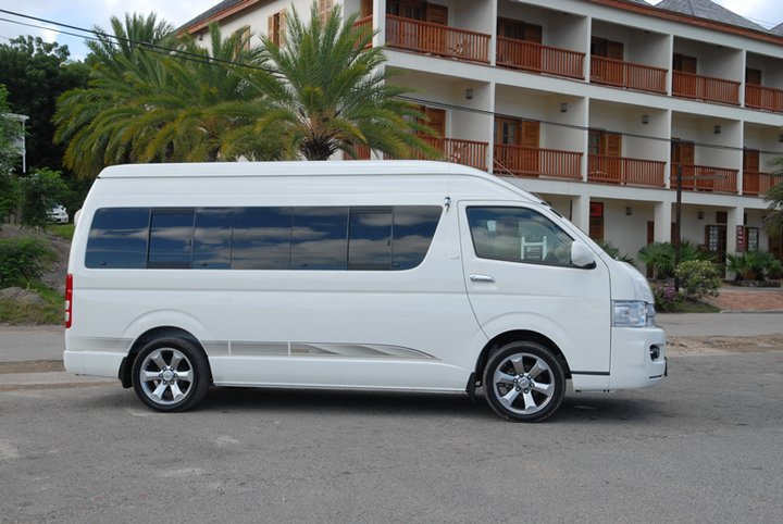 bigs-car-rental-bus