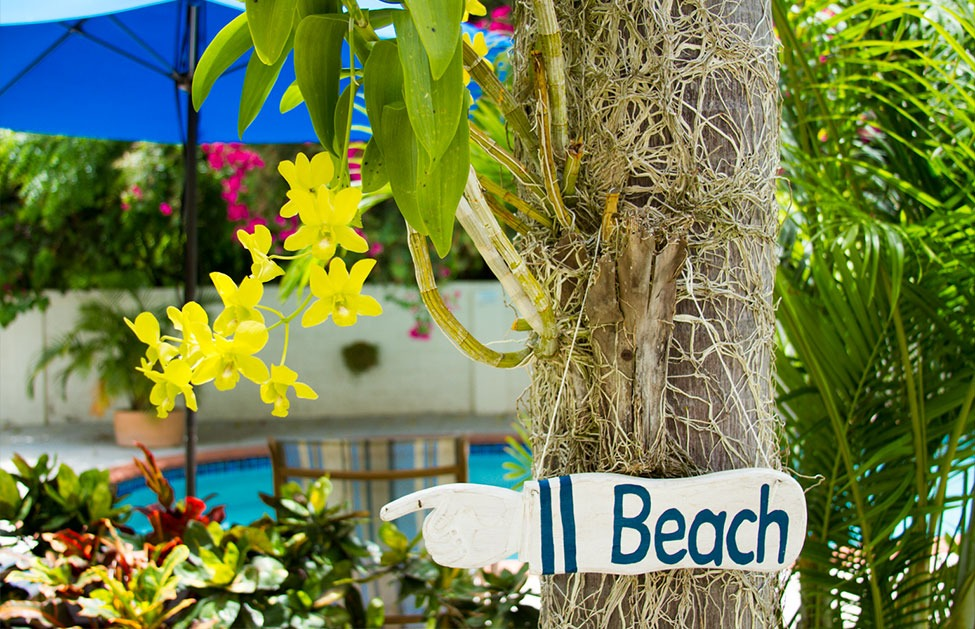 buccaneer-beach-club-beach-sign