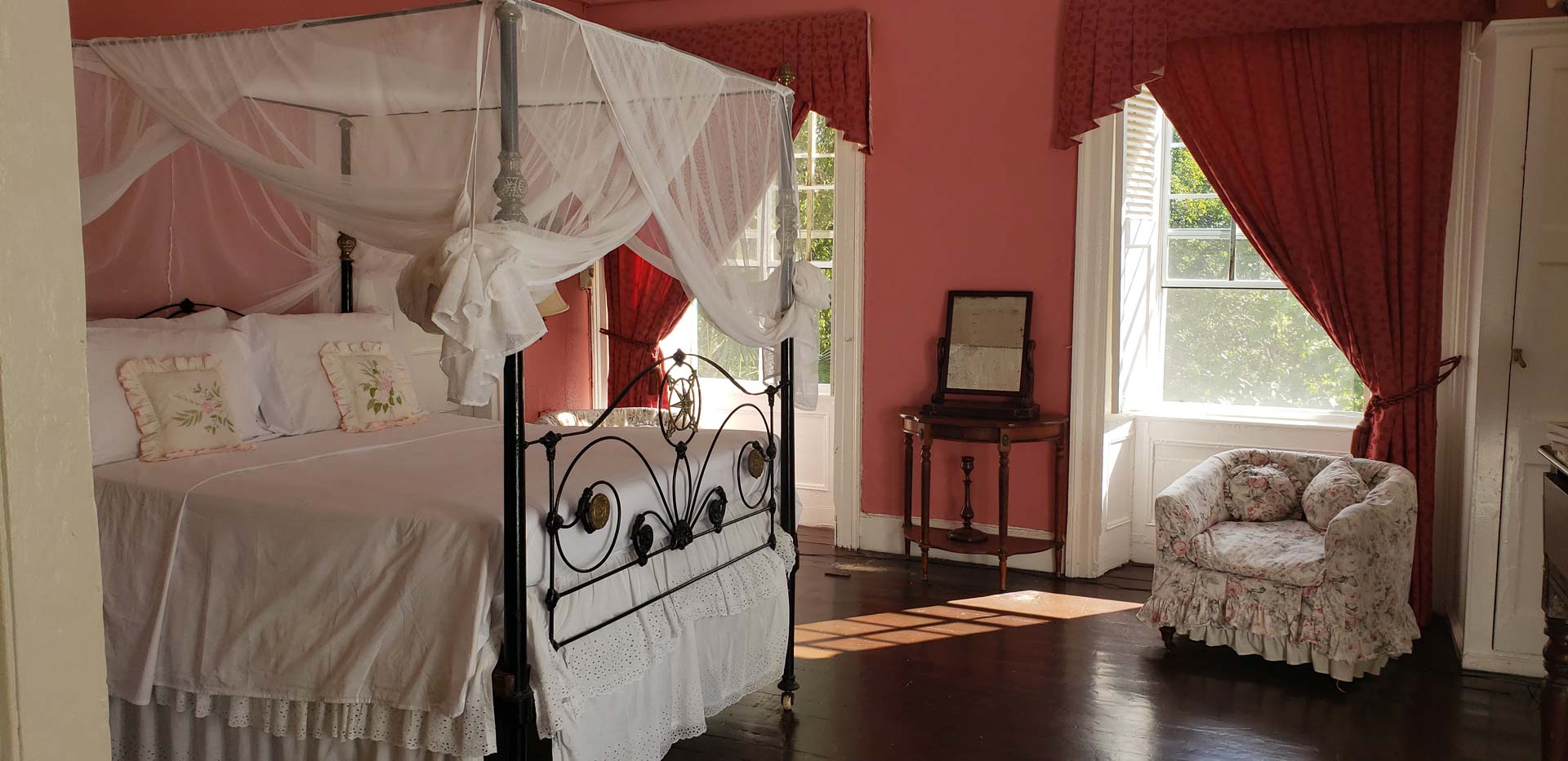the-great-house-pink-room